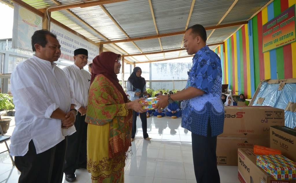 Istri Gubernur Aceh Bantu Alat Musik untuk Napi Perempuan