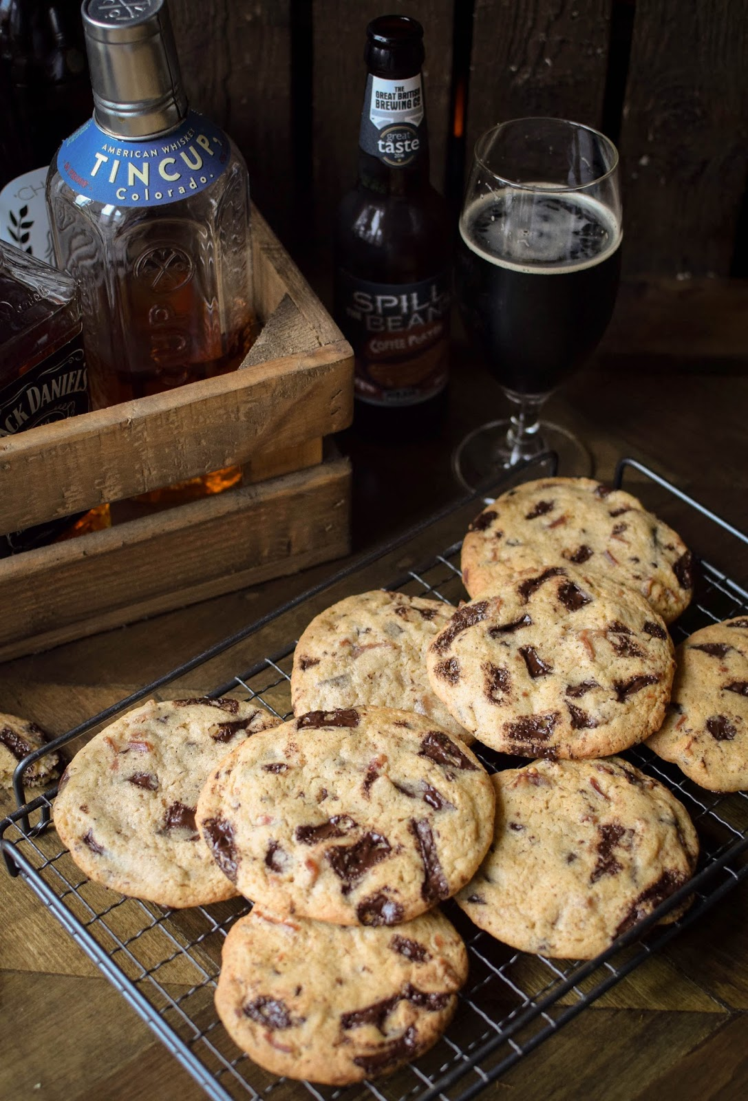 Forget about the usual boring pair of socks, treat your dad to these beer and bacon cookies this Fathers Day.