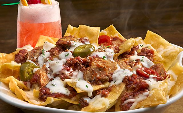 Olive garden debuts new nachos but with pasta chips brand eating for Olive garden lunch lasagna classico