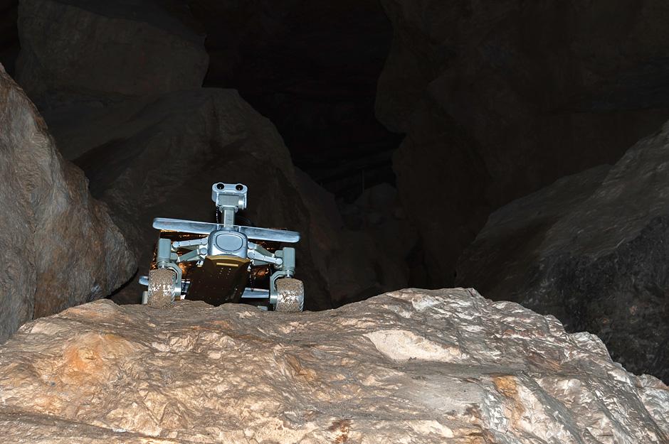 THREADS OF ADVENTURE!: Martian test run in Austrian ice caves!