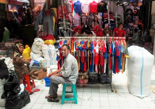 Belanja Murah Di Pusat Grosir Pakaian Jadi Super Murah Pasar Cipulir  Jakarta Selatan b1f2815b03