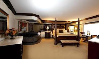 habitación con jacuzzi