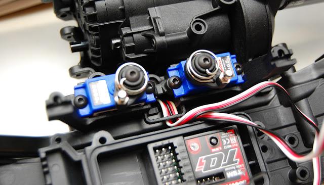 Traxxas TRX-4 diff lock servos