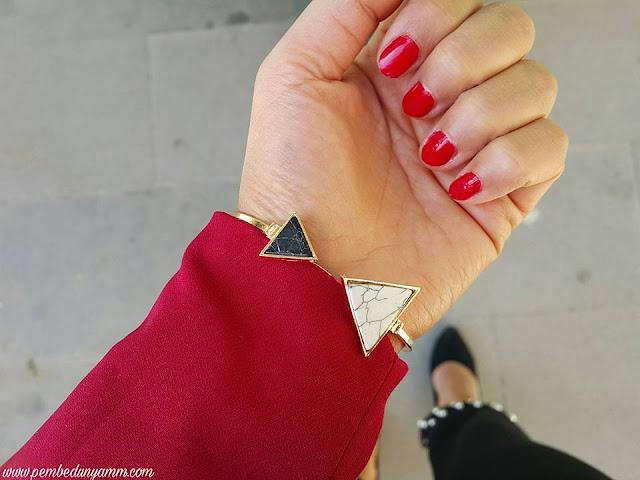 üçgen bileklik