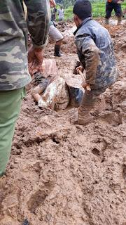 Banser KBB Bantu Evakuasi di Lokasi Longsor Sindangkerta dan Cililin
