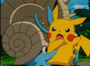 Pikachu con Omanyte