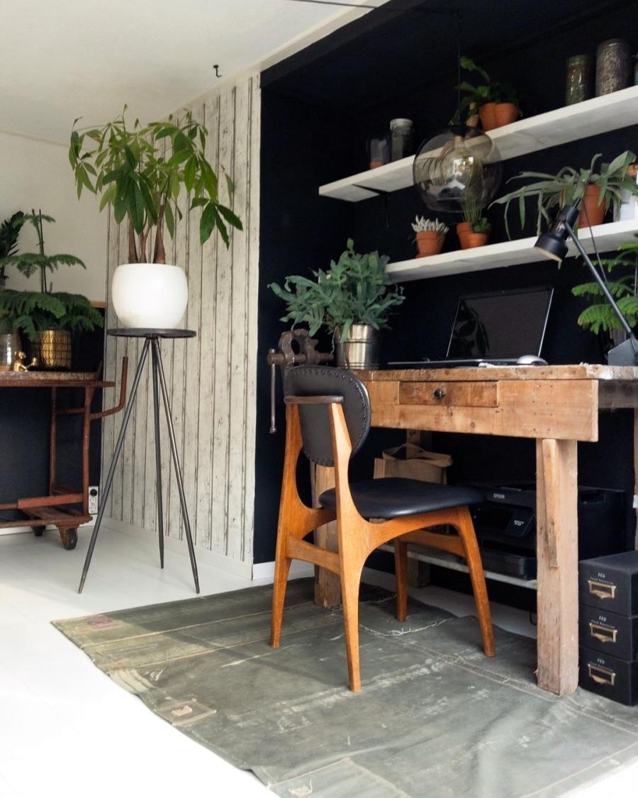 Klimatyczne mieszkanie z industrialnymi elementami, wystrój wnętrz, wnętrza, urządzanie domu, dekoracje wnętrz, aranżacja wnętrz, inspiracje wnętrz,interior design , dom i wnętrze, aranżacja mieszkania, modne wnętrza, styl skandynawski, scandinavian style, boho, styl industrialny, industrial style, styl rustykalny, retro, urban jungle, biurko, domowe biuro