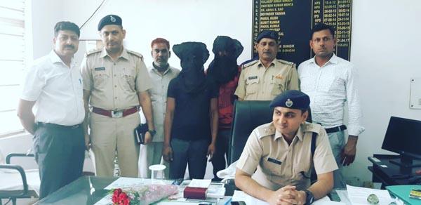 क्राईम ब्रांच डी.एल.एफ के निरीक्षक नवीन कुमार ने सुखबीर हत्याकांड के दो आरोपियों को किया ग्रिफ्तार