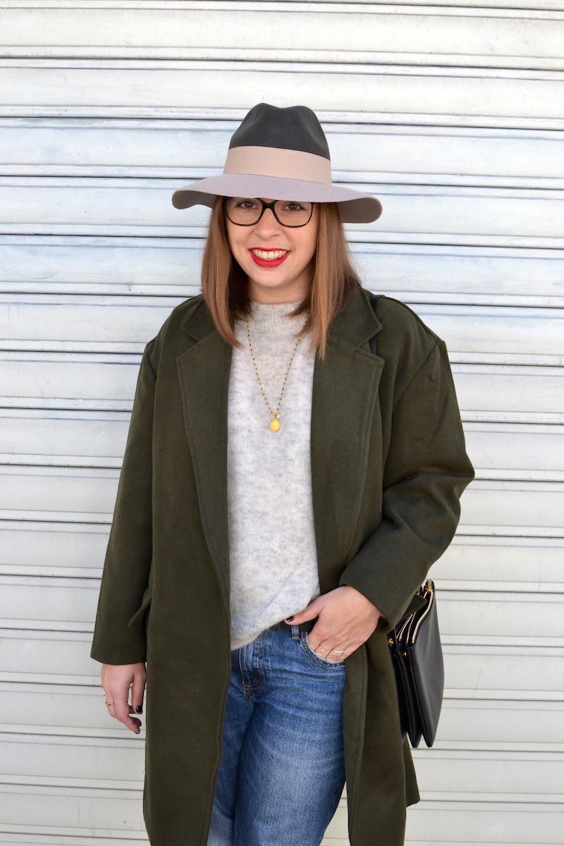 jean H&M,pull gris H&M, chapeau kaki et rose pastel, manteau kaki de Sheinside, trio bag noir Céline
