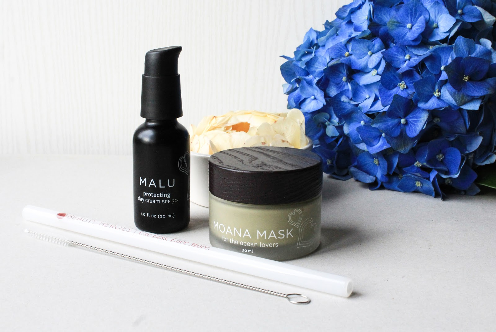 Beauty Heroes June Beauty Discovery 2018 Honua Skincare Malu Protecting Day Cream SPF 30, Moana Mask - For the Ocean Lover, Beauty Heroes Glass Straw.