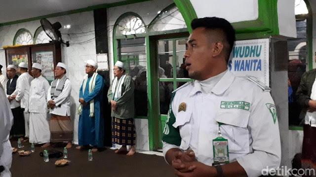 Walau Belum Tentu Pulang Besok, Massa Penyambut Habib Rizieq di Masjid Baitul Amal Makin Ramai