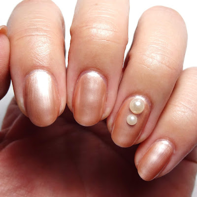 Nude Pearl Nails