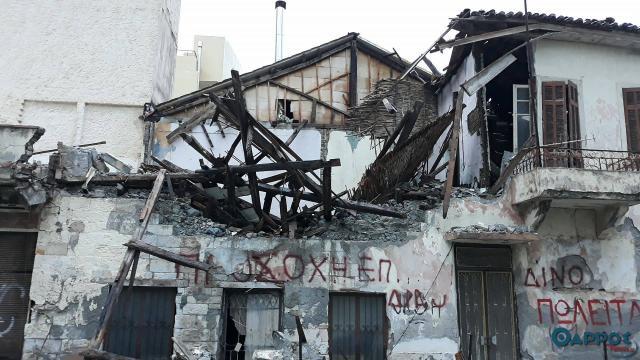 Κατέρρευσε κτίριο στην Καλαμάτα (βίντεο)