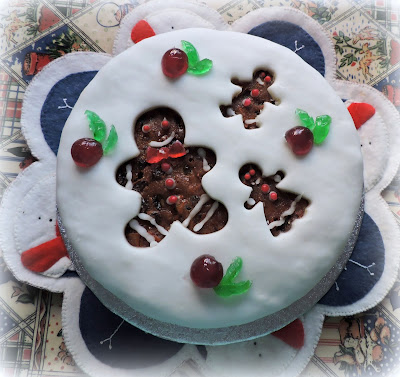 Gingerbreadman Christmas Cake Tutorial