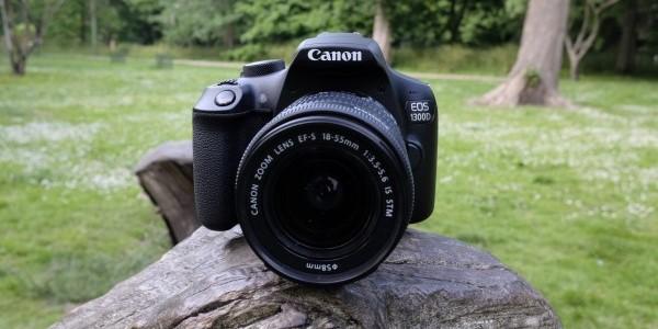canon eos 1300d dengan lensa zoom 18-55mm
