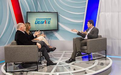 Os advogados  Láhria Sthéfani e Antonio Pedro com Marcelo Zanini - Juan Ribeiro/Divulgação TV Aparecida