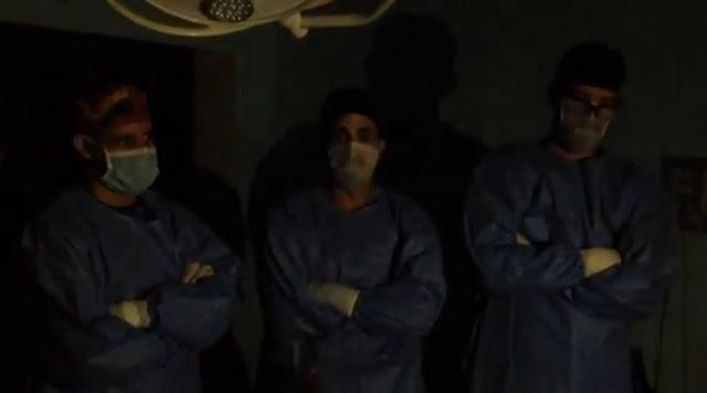 """29 de abril de 2018 - 14:04 """"Tenemos en quirófano a un paciente con una herida por arma de fuego en el abdomen con más de 10 minutos en mesa operatoria sin energía eléctrica"""", precisó uno de los galenos en un video difundido por el diputado opositor y también médico José Manuel Olivares."""