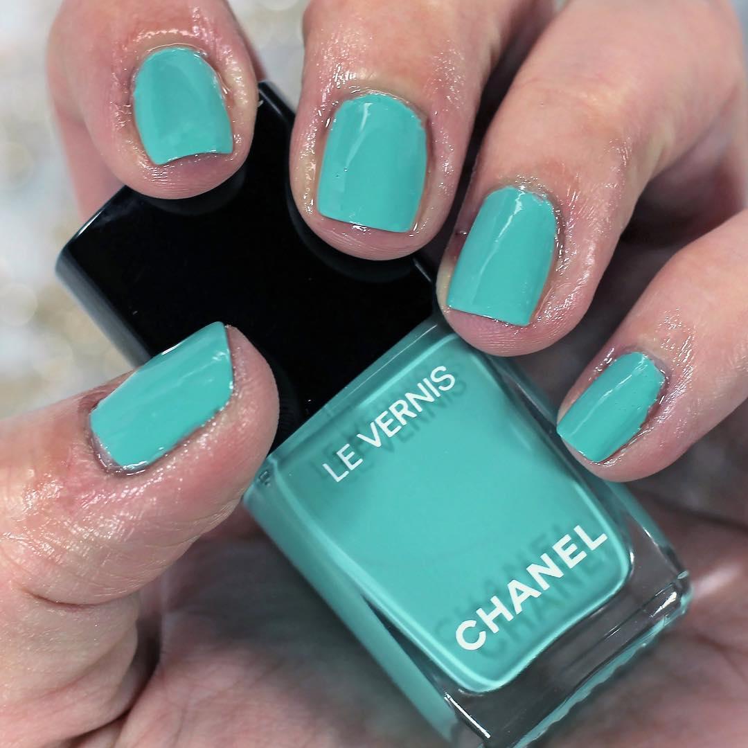 vernis-chanel-590-verde-pastello.jpg