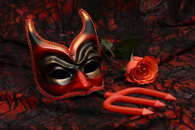 mascara misteriosa  rosa tridente