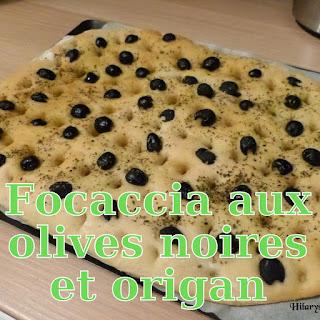 http://danslacuisinedhilary.blogspot.fr/2014/01/focaccia-aux-olives-noires-et-lorigan.html