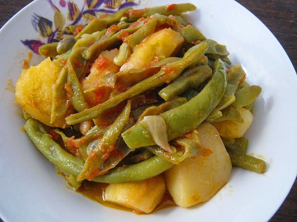 fasolakia with potatoes