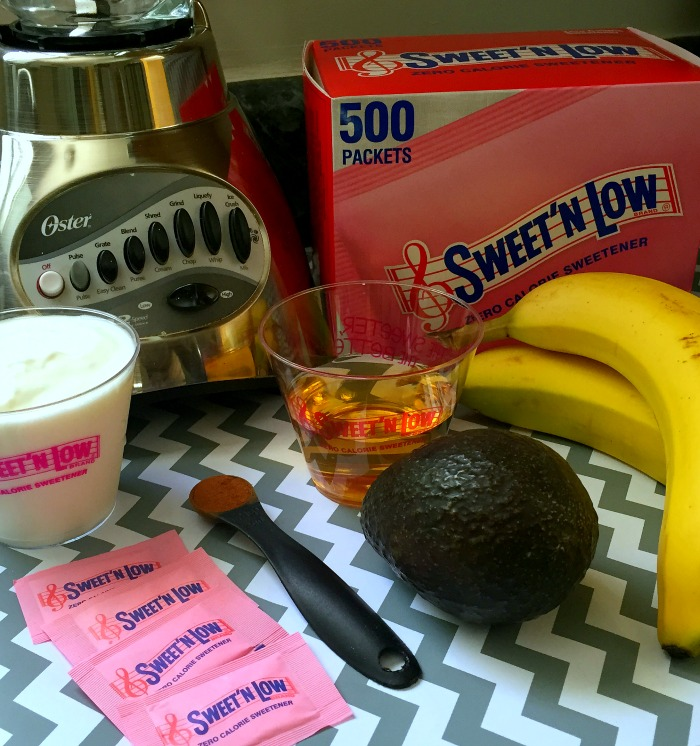 Mirror Themed Summer Brunch Tablescape + Avocado & Banana Smoothie Recipe