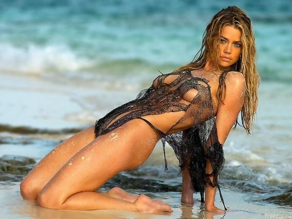 Naked Aquarius Women 15
