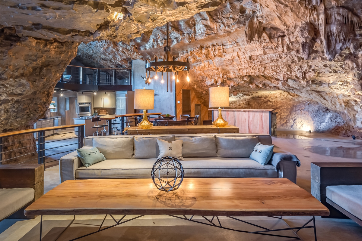 03-The-Beckham-Creek-Cave-Home-in-the-Ozark-Mountains-www-designstack-co
