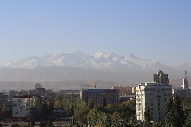Kirghizistan, Bichkek, Jibek Jolu Prospekt, Ala-Too, © L. Gigout, 2012