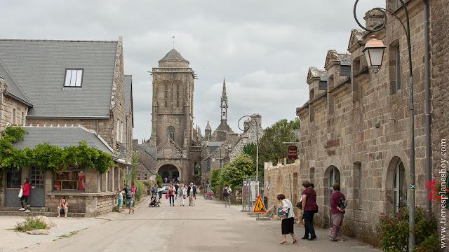 Locronan pueblos  bonitos Bretaña viaje coche diario Francia