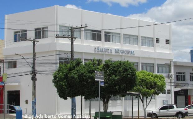 Câmara de Vereadores de Delmiro Gouveia convoca aprovados em concurso público realizado em 2018