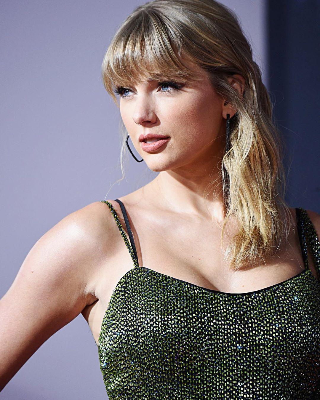 Taylor Swift 25
