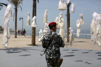 Beyrouth: des robes de mariée contre une loi sur le viol dans - DROIT a8