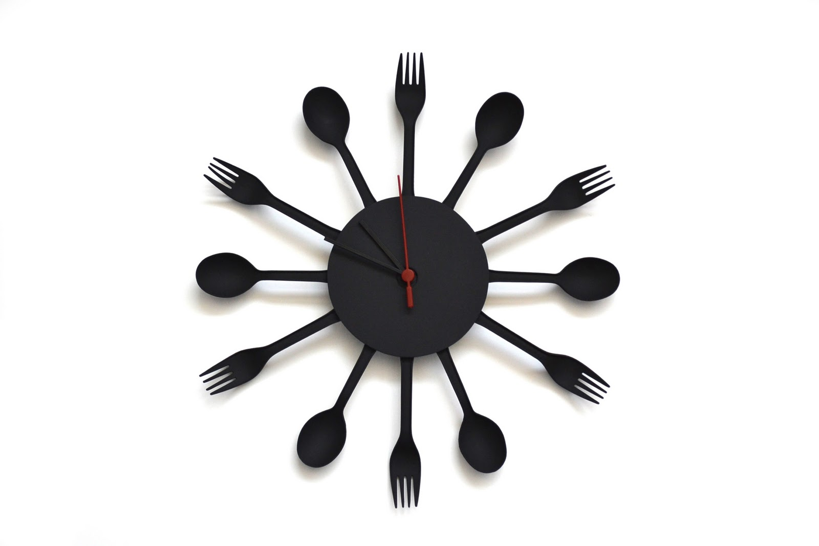 re kitchen clock made with disposable flatware. Black Bedroom Furniture Sets. Home Design Ideas