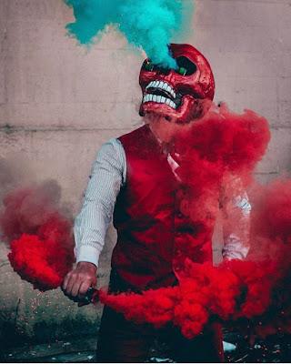 calavera con humo de colores
