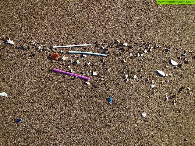 Un estudio de la ULPGC revela que los residuos plásticos de menor tamaño de las playas canarias se relacionan con vertidos de aguas residuales