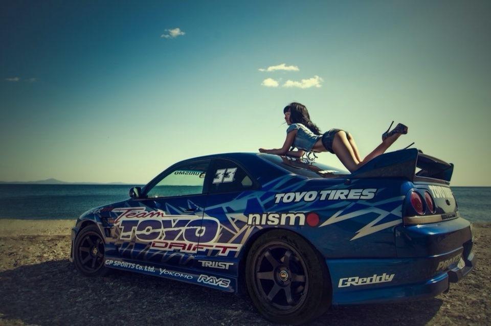 Nissan Skyline R33, kobiety i sportowe samochody