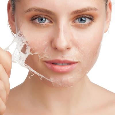 Cách đơn giản làm trắng da bạn cần biết là tẩy da chết thường xuyên