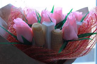 бумажные цветы, сладкий подарок, цветы из гофробумаги, гофрированая бумага , цветы, букет из конфет, фруктовый букет, сладкий букет, букет своими руками, упаковка букета,  яблочный букет , букет своими руками, настроение своими руками, вкусный букет, бумажные цветы, сладкий подарок, цветы из гофробумаги, гофрированная бумага цветы,сладкий букет, конфетный букет, оригинальный подарок, подарок из ничего, Яна SunRay, настроение своими руками, мужской букет, колбасный букет
