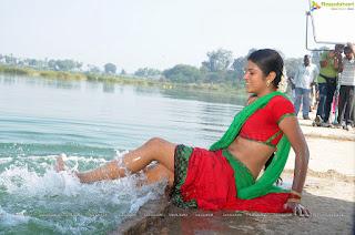 Indian Aunties and Girls: Aunties and Actress Saree uplift