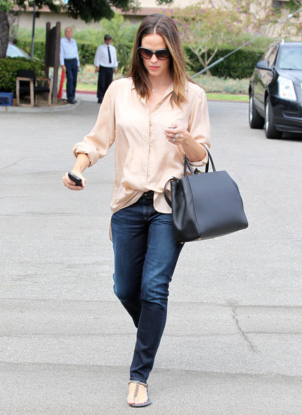 Jennifer Garner And Fendi 2jours Medium