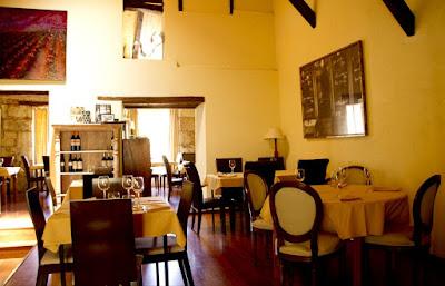 Una de las acogedoras salas del restaurante bistro Zazu
