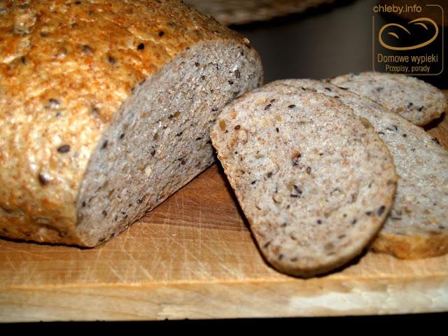 Chleb pszenno-żytni z ziarnami z garnka rzymskiego