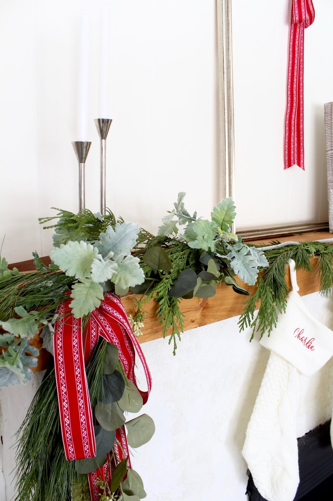 Modern-Holiday-Mantel-ideas-harlow-and-thistle-15