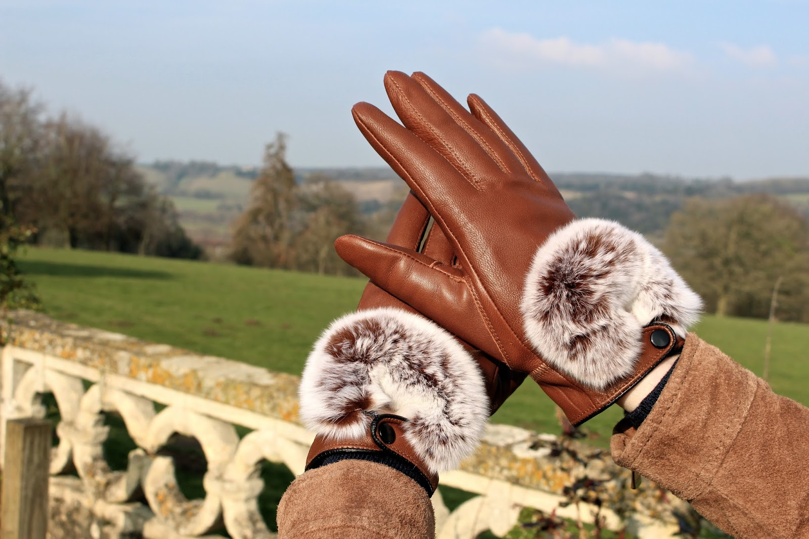 uk fashion blogger leather gloves fur