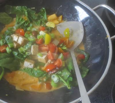 Zubereitung Rotes Thai-Curry mit Gemüse und Tofu