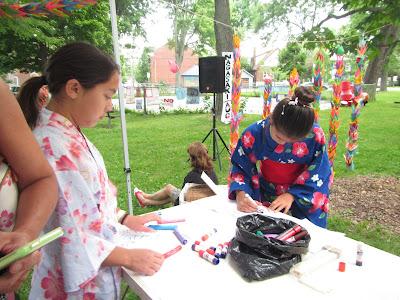 Hiroshima Day Kingston Peace Lantern Ceremony girls in kimonos making paper lanterns