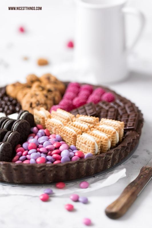 Candy Tarte, Sweets Cake mit Oreos, Smarties, Butterkeksen und Schokolade