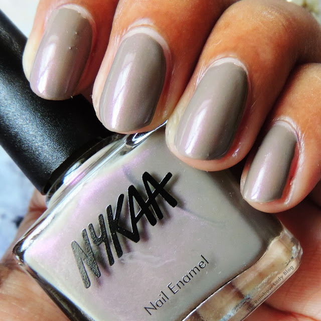 Nykaa nail polish in violet macaroon swatch