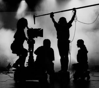 mempersiapkan alat-alat untuk filem